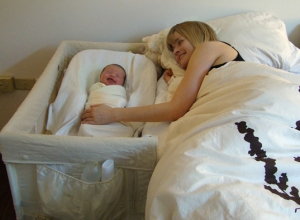 co-sleeping arm's reach bassinet